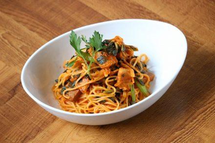 ケールとベーコンのトマトスパゲティ